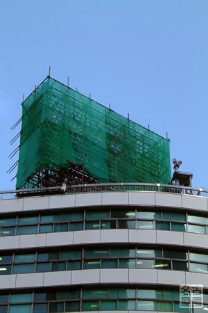大名古屋ビルヂングの屋上に造られる新しい広告?