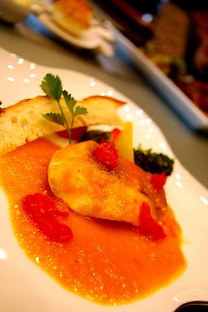 三河湾産真鯛のトマトとサフラン香のブイヤーベース風
