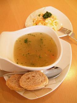 スープとサラダとパン