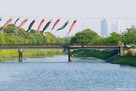 春日新橋から五条川を眺める