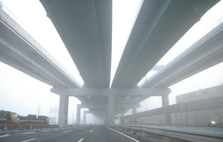 濃霧に覆われる明け方の清洲ジャンクション