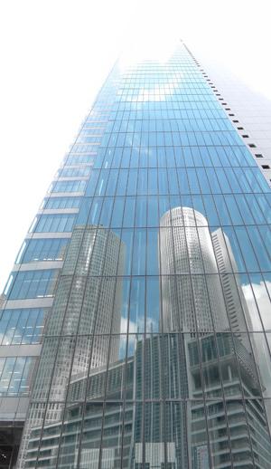 ミッドランドスクエアに映りこむタワーズ 2006年8月14日