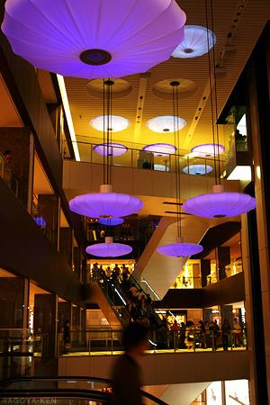 ミッドランドスクエア商業棟 天井の演出「フラワー」