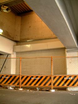 ナゴヤ球場前駅南口通路