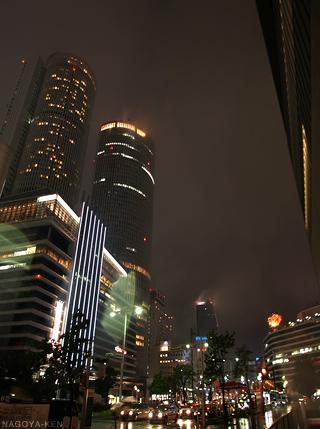 ネオンがけっこう消灯している名古屋駅
