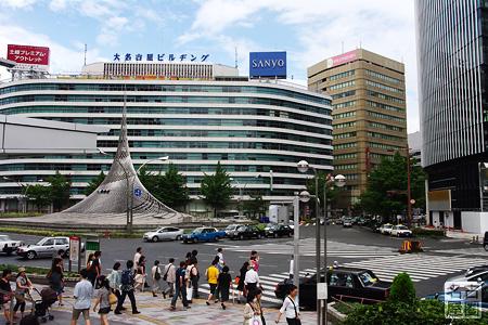 お盆の名古屋駅交差点