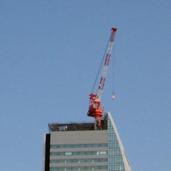 ルーセントタワー、クレーンがひとつ減った