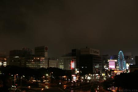 ネオンがけっこう消灯している栄の街