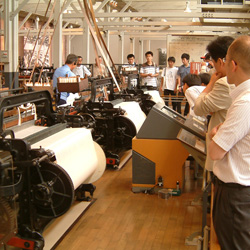 「G型自動織機の集団運転」