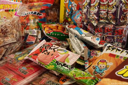 明道町のお菓子問屋で買った山のようなお菓子