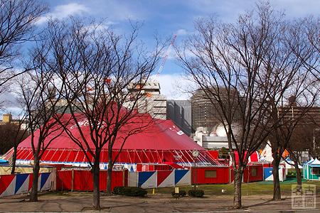 木下大サーカスのテントが現れた白川公園