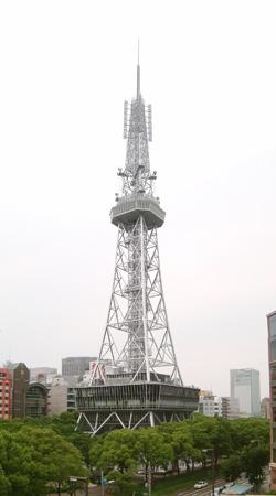 オープンを待つテレビ塔