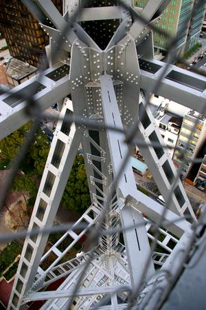 テレビ塔スカイウォークの通路から下を見てみる