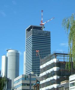 ミッドランドスクエア タワークレーンが別の場所にできた