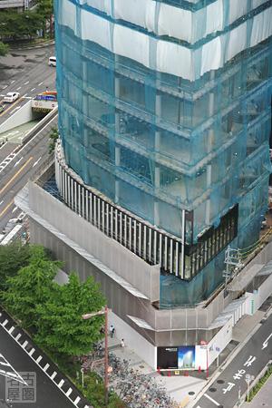 進む外壁の取り付け 名古屋ビルディング