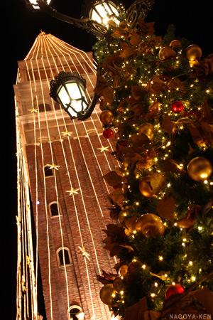 高さ45mの鐘楼イルミネーションとクリスマスツリー