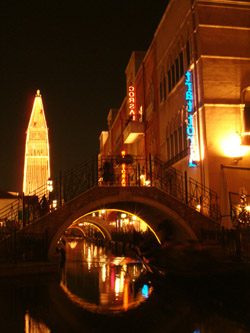 名古屋港イタリア村 夜の街並み